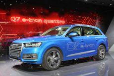 Audi Q7 e-tron 3.0 TDI quattro auf dem Auto Salon in Genf