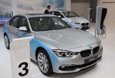 BMW 330e bei der Weltpremiere auf der IAA 2015 - zur Galerie