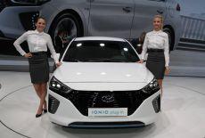 Hyundai IONIQ Plug-In-Hybrid bei der Weltpremiere auf dem Auto Salon in Genf (März 2016) - zur Galerie