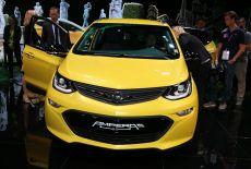Opel Ampera-e bei der Weltpremiere auf der Paris Motor Show 2016 - zur Galerie