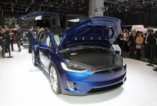 Tesla Model X auf dem Auto Salon in Genf (2016)